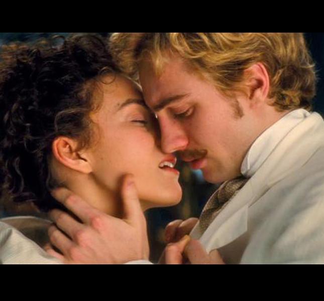 L'ultima versione del disperato amore tra Anna e il conte Vronskij è interpretata da Keira Knightly e Aaron Johnson, 'Anna Karenina' (Joe Wright, 2012)