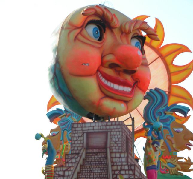 Alcuni carri delle edizioni precedenti del Carnevale di Fano