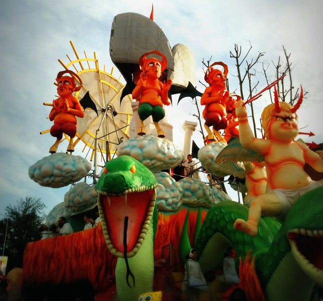 Alcuni carri dell'edizione 2014  del Carnevale di Fano | foto di Alice Sparaventi