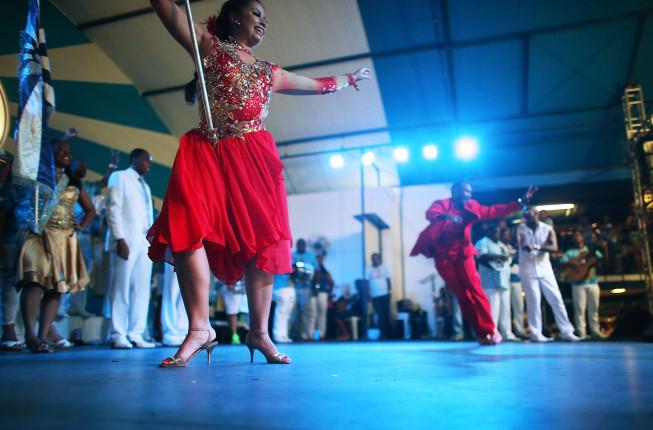 Si inizia a ballare e festeggiare a Rio ancora prima che il carnevale inizi ufficialmente