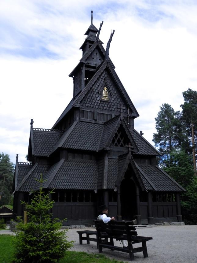 Antica chiesa in legno al museo del folklore norvegese, da visitare se si vede Oslo in tre giorni