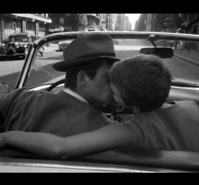 Jean-Paul Belmondo bacia la strepitosa Jean Seberg in 'Fino all'ultimo respiro' di Jean-Luc Godard (1960)