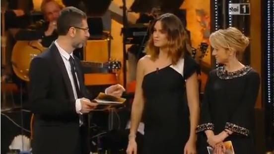 Kasia Smutniak mostra il pancino al Festival di Sanremo 2014