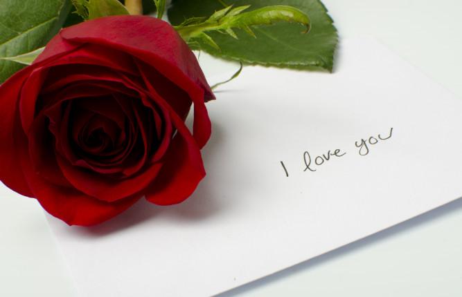 Una lettera d'amore è sempre il pensiero più romantico da regalare alla nostra dolce metà