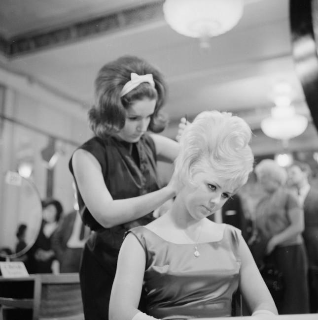 Stile Sixties: capelli cotonati e voluminosi