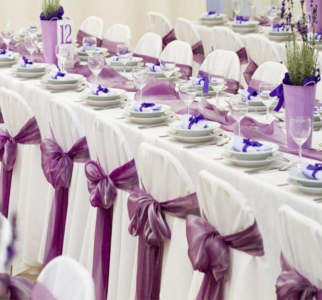 A ognuno il suo posto! Definite un posto per ogni invitato: renderà il banchetto agevole e ordinato.