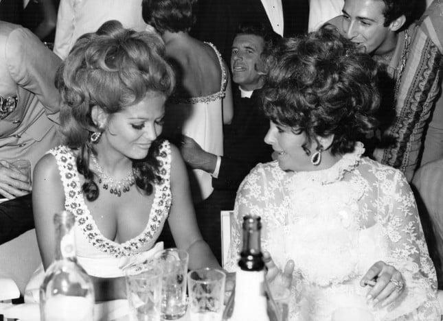 Claudia Cardinale e Liz Taylor