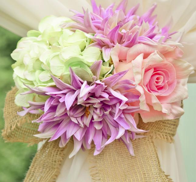 Bouquet coloratissimo per un fermatenda originale.