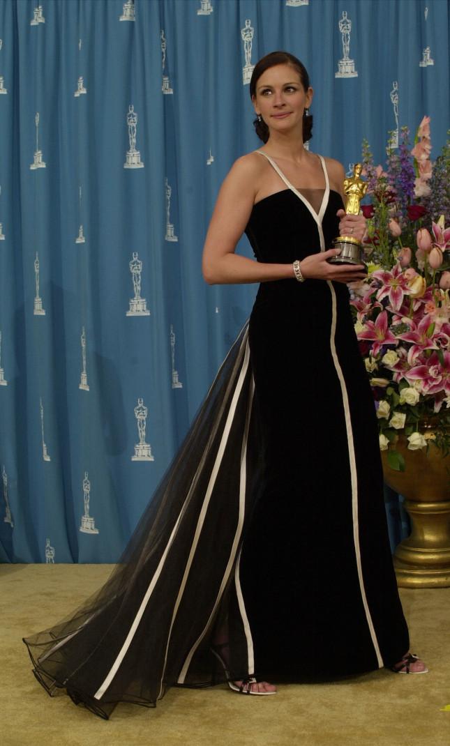 Bellissimo l'abito di Valentino indossato dalla Roberts alla 73esima edizione degli Oscar