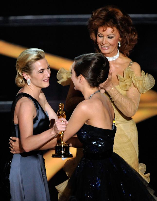 Sofia Loren, Kate Winslet, Marion Cotillard durante la premiazione del 2009