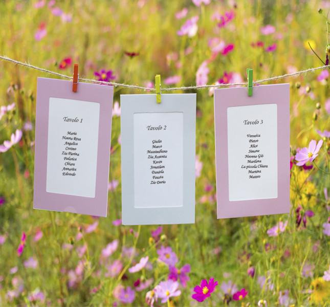 Appendete un cartoncino per ogni tavolo all'aperto: decorano e fanno allegria