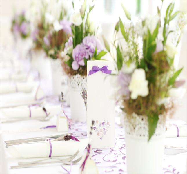 Decorazioni floreali per un tavolo imperiale.