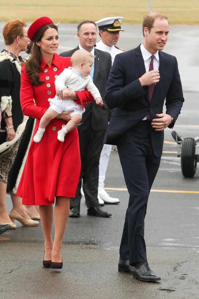 Sul cappottino di Kate brilla una spilla preziosa, presa in prestito dalla Regina Elisabetta