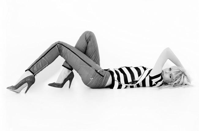 Maglia a righe black and white e pantaloni effetto pelle. Lerock SS 2014