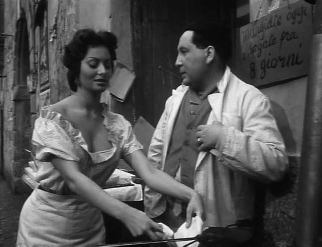 Loren nel film L'oro di Napoli / wikipedia