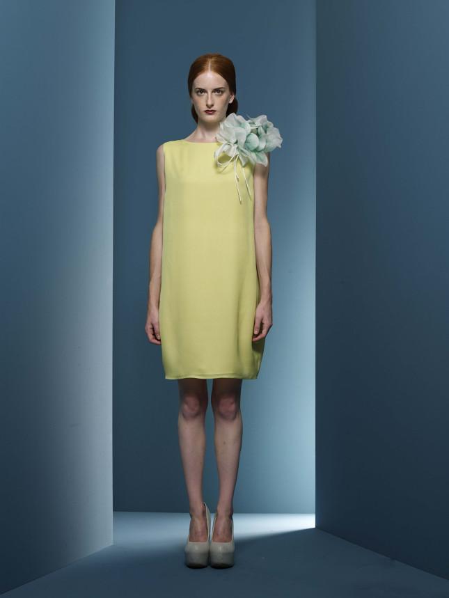 Tubino giallo con dettaglio a fiore di Massimo Ardizzon
