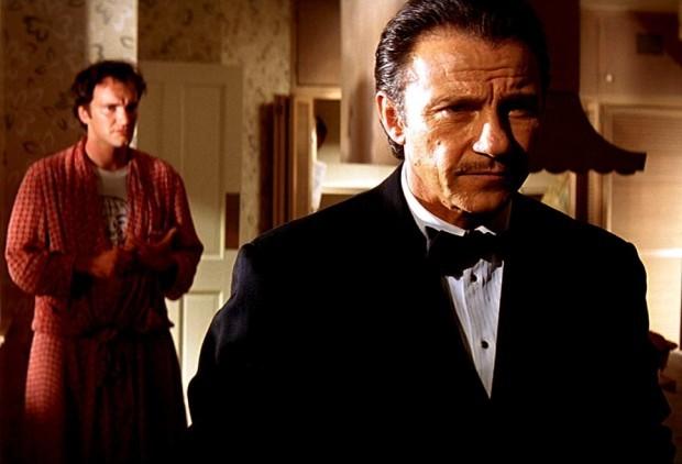 Harvey Keitel è lo strepitoso Mr.Wolf, che risolve problemi!