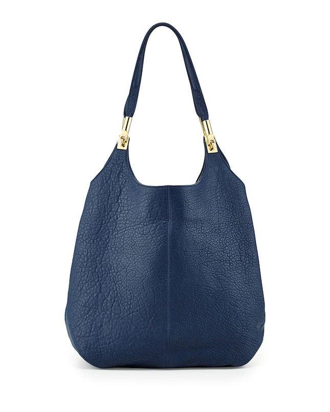 Borsa a secchiello blu con dettaglio oro Neiman Marcus collezione p/e 2014