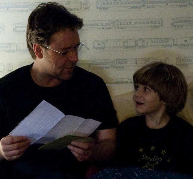 Spesso Crowe interpreta il padre di una famiglia che ha avuto una perdita, come in The Next Three Days. Consigliato!