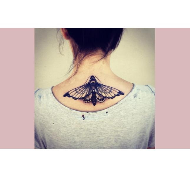 Tattoo femminile parte alta della schiena