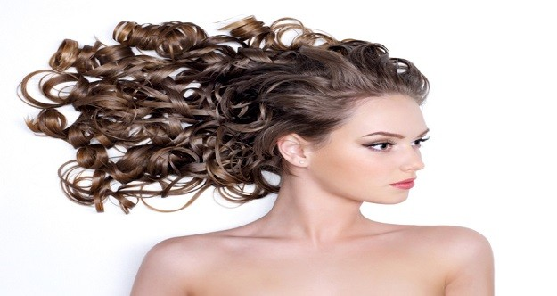 capelli lunghi e ricci