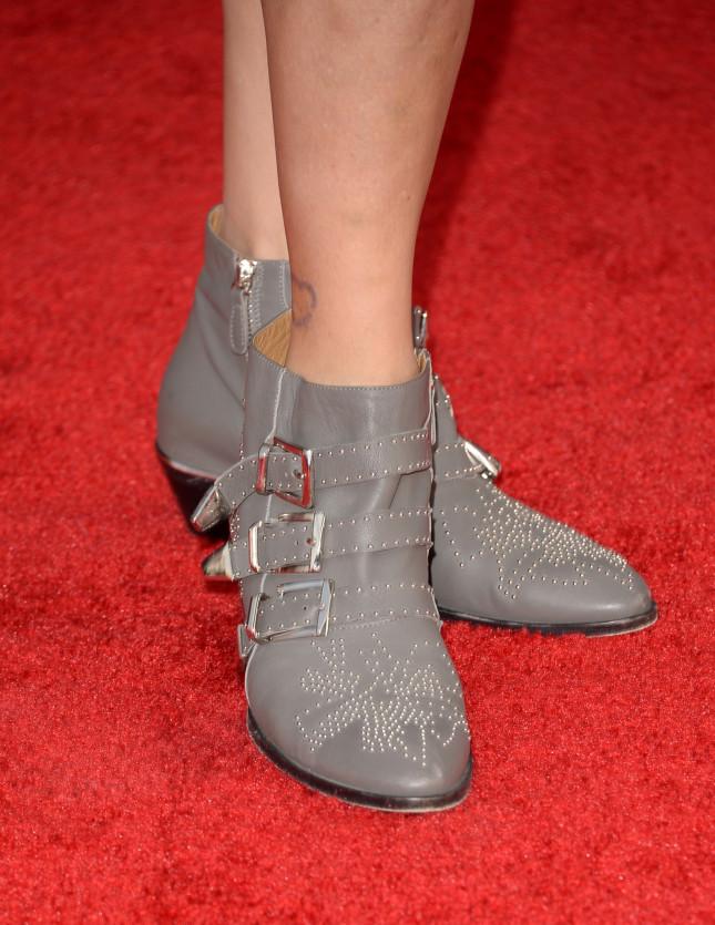 Boots con fibbie e borchie