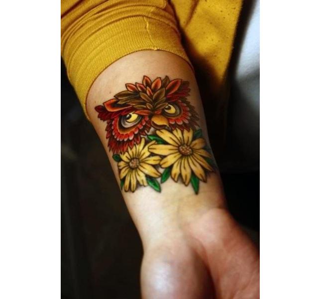 Tattoo divertenti: fugo e girasoli sull'avambraccio