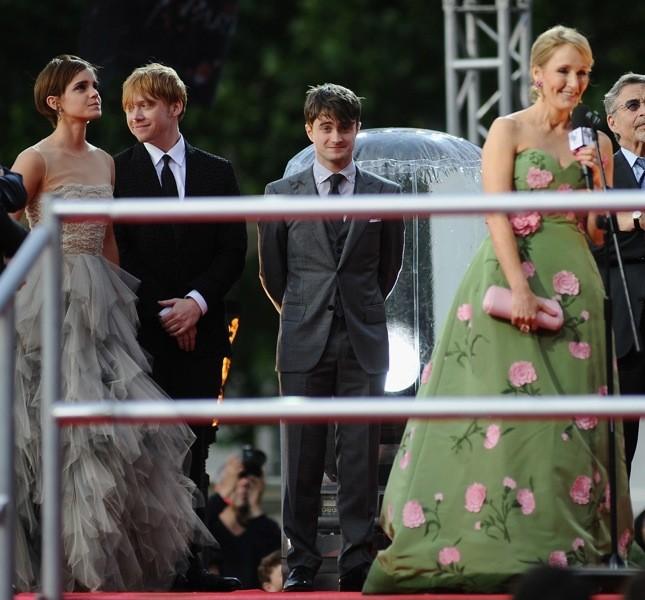 L'autrice e i protagonisti della saga alla première dell'ultimo capitolo, Harry Potter e i doni della morte - parte 2