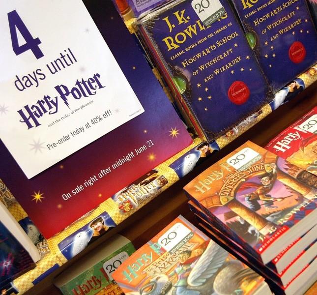 La saga di Harry Potter ha conquistato milioni di fan in tutto il mondo e a ogni nuova uscita si formavano lunghe file alle entrate delle librerie