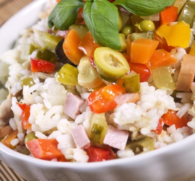 Un'insalata di riso con i vostri ingredienti preferiti e per Pasquetta farete felici anche i celiaci