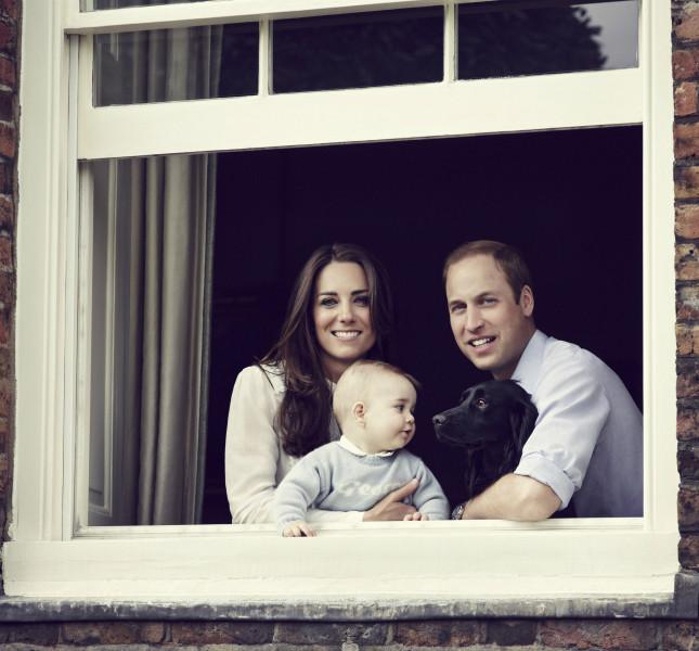 Una delle ultime foto rilasciate da Buckingham Palace della famiglia al completo.
