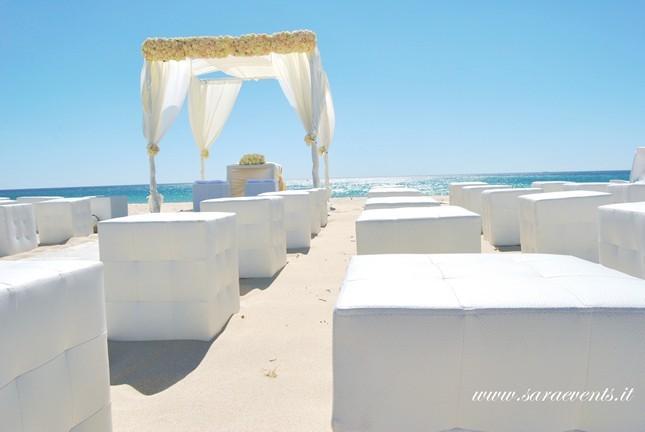Total white per il matrimonio con gazebo sul mare - Sara Events