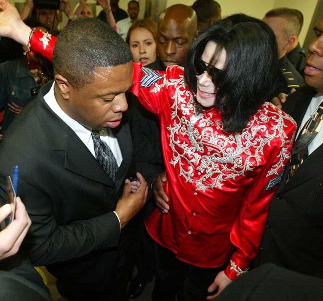 Michael Jackson dopo un incontro per aiutare i bambini dell'Africa