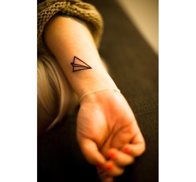 Tattoo minimal vicino al polso
