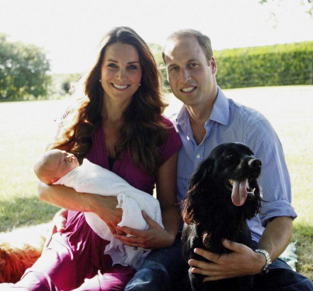 Una delle prime foto di famiglia, presso la casa dei genitori di Kate.
