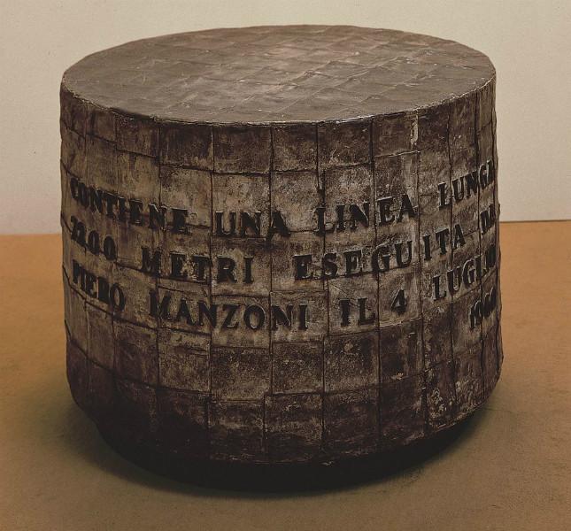 Piero Manzoni - Linea 7200 m, 1960 - inchiostro su carta, cilindro di zinco ricoperto da fogli di piombo, h 66, d 96 cm, HEART Herning Museum of Contemporary Art, Herning (Danimarca)