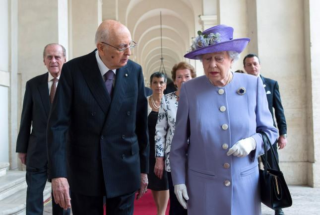 La regina insieme al presidente Napolitano
