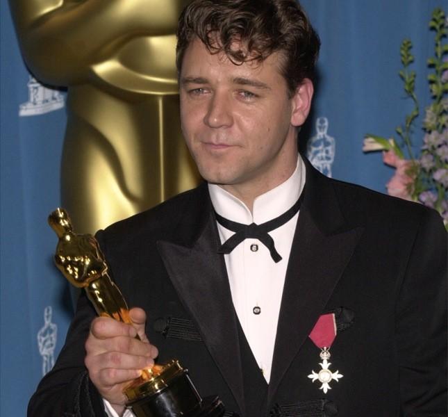L'attore nel 2001 ha ritirato l'oscar per Il gladiatore mostrando fiero la medaglia al valore del nonno