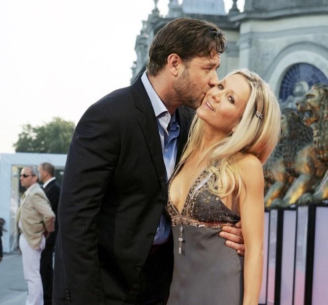 Una storia lunga e tormentata quella tra Crowe e la Spencer che sembrano felici in questo scatto sul red carpet del Festival del Cinema di Venezia nel 2005