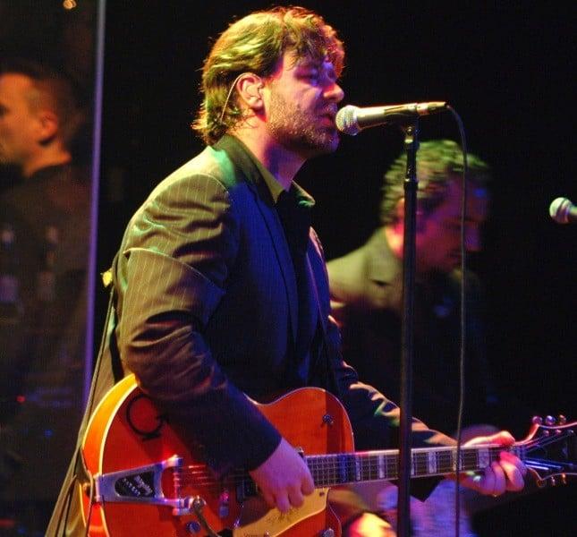 Crowe voleva diventare un cantante rockabilly. Il suo primo singolo si chiamava