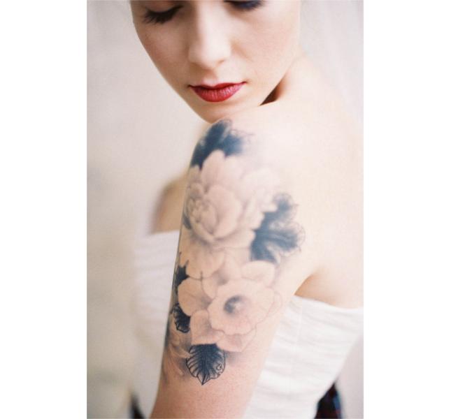 Tattoo femminili: fiori delicati