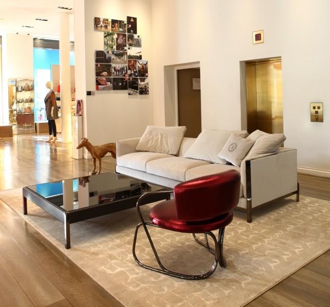 La boutique Trussardi a Milano durante il Salone del Mobile 2014 ha proposto le novità delle maison