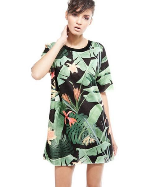 Vestito con fantasia tropicale di Bershka