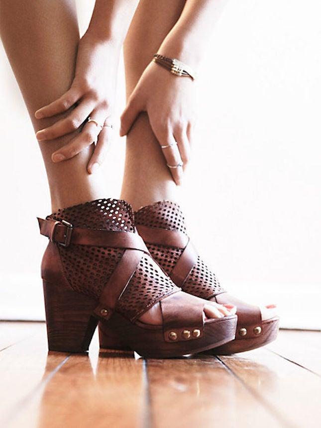 Zoccoli in legno open toe e cuoio traforato