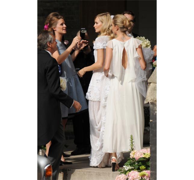 Una foto per le sorelle Delivingne al matrimonio di Poppy / photo: Getty