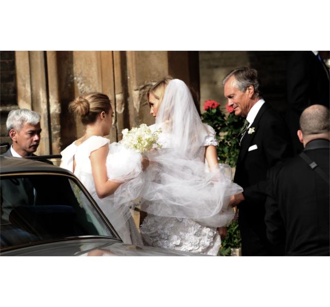 Poppy Delevingne sposa con abito Chanel Haut Couture e lungo velo / photo: Getty