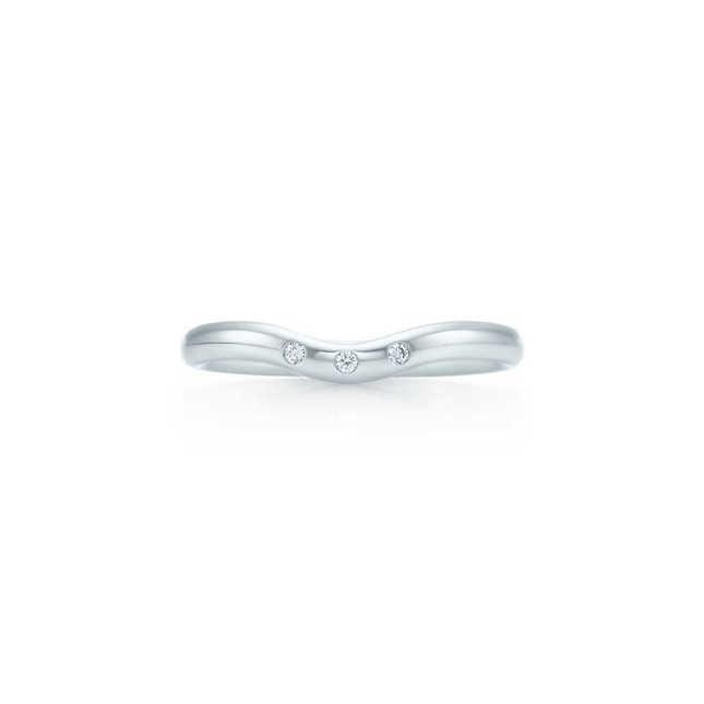 Fede nuziale Elsa Peretti in platino con diamanti_Tiffany