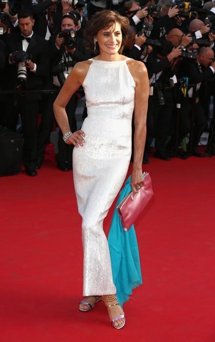 In abito bianco Ines de La Fressange