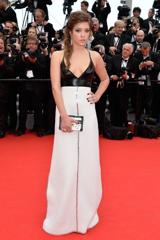 Adele Exarchopoulos con un abito bianco e nero  di Louis Vuitton