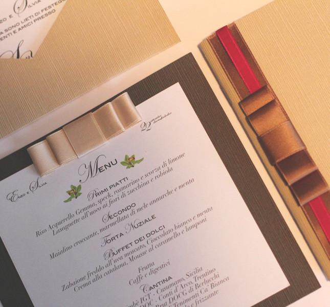Bluemilia Studio coordinato nozze per Sweet White Weddings, perfetto per il menu della festa d'anniversario.